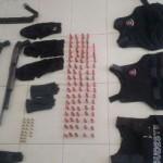 Foto da Policia Militar do material apreendido com os suspeitos